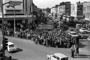 Crowds outside theatre for Osmonds concert